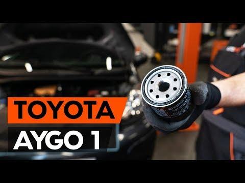 Как заменить моторное масло и масляный фильтр на TOYOTA AYGO 1 (AB10) [ВИДЕОУРОК AUTODOC]