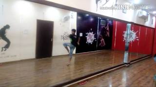 getlinkyoutube.com-Contemporary Choreography on Tu Jo Mila by - Saurabh ( V boyzzz ) #Kommotion #Respect