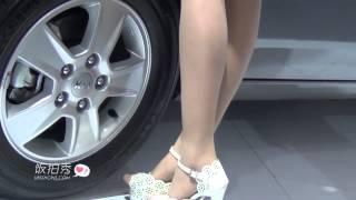 getlinkyoutube.com-武漢車展肉絲車模beautyleg