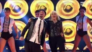 "getlinkyoutube.com-The Voice IT | Serie 2 | Live 2 | Raffaella Carrà e J-Ax cantano ""Stasera mi butto"""