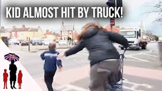 Panic As Young Child Runs Towards Busy Road - Supernanny UK