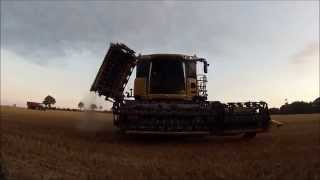 getlinkyoutube.com-Moisson 2015 New Holland CR 9090 ETA Jean Kerhoas