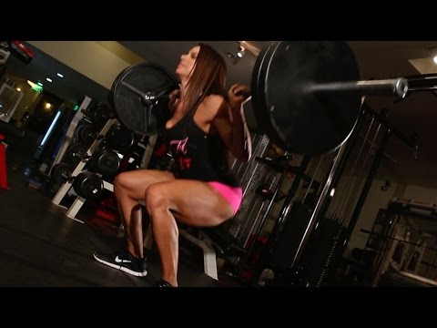KILLIN GLUTES - BEAUTIFUL @Ursulaalberto SHOWS YOU HOW