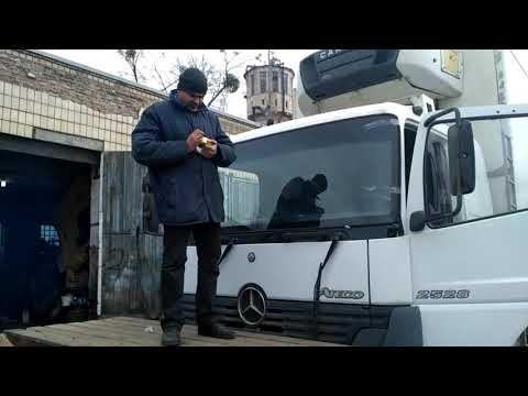 Замена лобового стекла на Мерсе Атего в Киеве