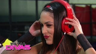 "getlinkyoutube.com-Superstars and Divas check out Noami's video for ""Dance All Night"": Total Divas, April 13, 2014"