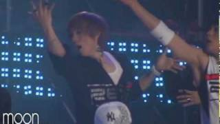 getlinkyoutube.com-[FANCAM] ZE:A vs B2ST Dance Battle (junyoung focus)