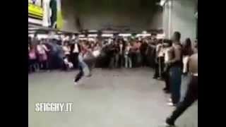 getlinkyoutube.com-La pelea más increíble de la historia.