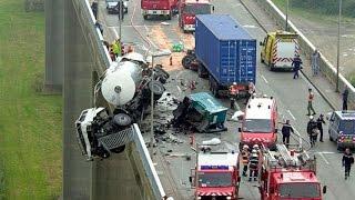getlinkyoutube.com-Страшные аварии на дорогах | Подборка аварий с видеорегистраторов