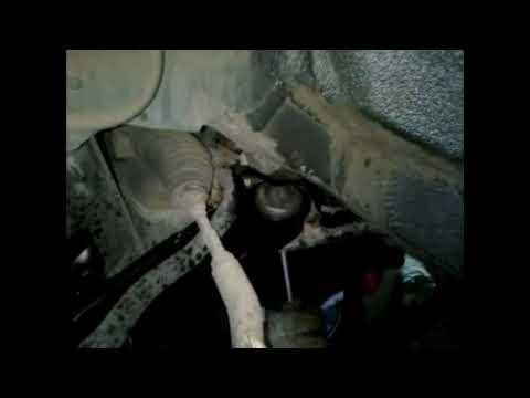 Замена переднего рычага подвески и втулок стабилизатора на Citroen C1, Peugeot 107, Toyota Aygo