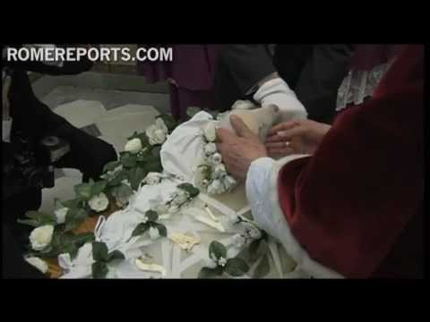 Lambs raised for pallium ceremony presented to Pope