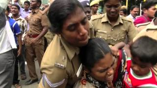 getlinkyoutube.com-Police Violent Attack On The Supporters Of Tamil Folk Singer Kovan - Red Pix 24x7