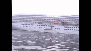 getlinkyoutube.com-沖合で偶然出会った飛鳥Ⅱと並走 まるで幽霊船