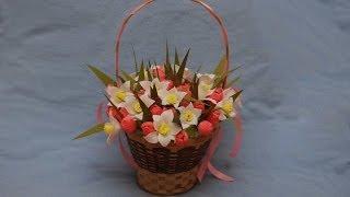 getlinkyoutube.com-Оформление корзинки с цветами из конфет. DIY sweet design