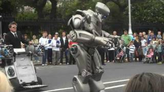 getlinkyoutube.com-Robot at Street Performer's Fair, Dublin 2009