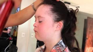 getlinkyoutube.com-Festa de 15 anos da Gabriela Sindrome de Down MAKING OF