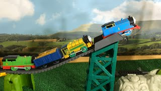 getlinkyoutube.com-New Thomas and Friends Trackmaster Play Set Alalanche Escape Percy, Victor