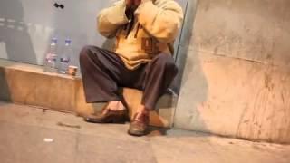getlinkyoutube.com-Récitation d'un SDF à couper le souffle - Beautiful Tajweed by man in Hamra street