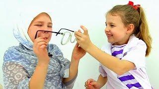 getlinkyoutube.com-Смешные видео: Настя и Ксюша. Играем в доктора. Бабушка у врача. Маленькие собачки или Колбаса?