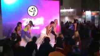 getlinkyoutube.com-Instantes finais de Zumba Fitness na 13 IHRSA