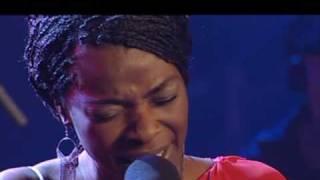 getlinkyoutube.com-Luz Casal y Concha Buika cantan Sombras
