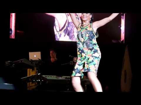 Rihanna (pour it up) Diamonds World Tour 2013 República Dominicana