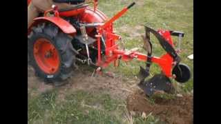 getlinkyoutube.com-Arado reversible tk210 en Kubota B7000D.AVI