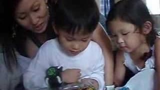 getlinkyoutube.com-Joshua opening Aunt Sal's Ben10 bday present