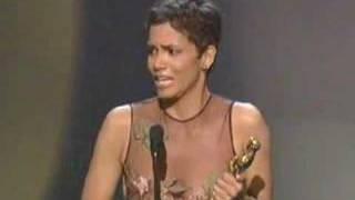 getlinkyoutube.com-Halle Berry Wins Best Actress: 2002 Oscars