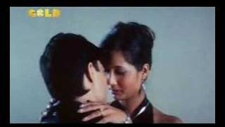 shruti sharma kissing