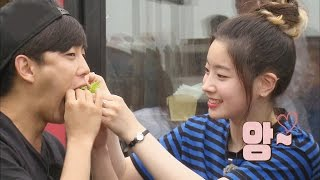 getlinkyoutube.com-TWICE Dahyun feeds Kim Min Seok so shy @꽃놀이패 2회 20160716