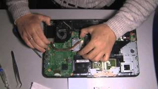 getlinkyoutube.com-Toshiba Satellite L855-S5385 Fan and Cooler (heatsinc) cleaning