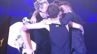 getlinkyoutube.com-One Direction OTRA tour Moments part.19 [Best/Funny/Cute moments]