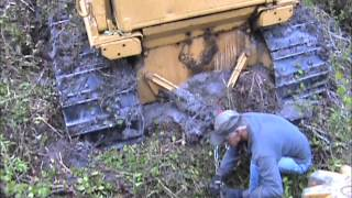 getlinkyoutube.com-Caterpillar D6D stuck in mud while drum chopping