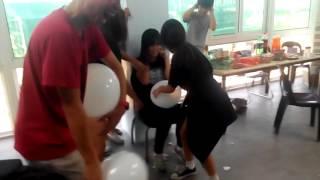 getlinkyoutube.com-Pop the balloon  girls