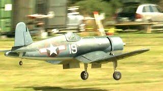 getlinkyoutube.com-Giant RC Warbird F4U Corsair Scale Moki 5 cylinder