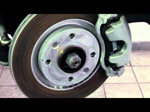 Расположение у Lancia Delta передних тормозных колодок