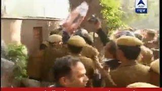 getlinkyoutube.com-Youth Congress protests against Delhi MLA salary hike outside Kejriwal's residence