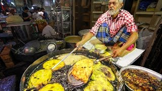 Indian Street Food Tour in Mumbai, India | Street Food in India BEST Curry width=