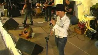 getlinkyoutube.com-Os Levitinhas - Menino de Rua - Show Ao Vivo na Bahia
