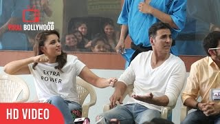 Ye Koi Saregama Nahi Hai Akshay Kumar And Parineeti Chopra Funny Reaction on Reporter Question