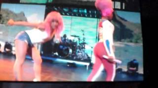 Nicki Minaj fait un Lap Dance à Lil Wayne