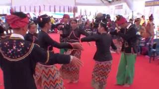 Tarian Kaamatan daripada etnik Dusun Begak Tungku, Lahad Datu