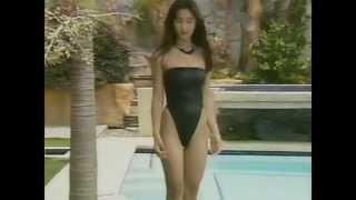 getlinkyoutube.com-Miyuki Komatsu posing in black high cut swimsuit 小松美幸