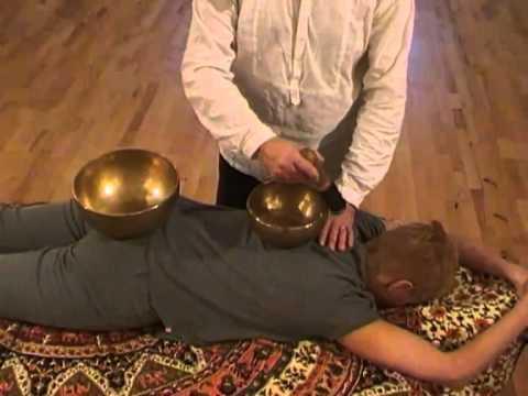 massaggio sonoro con le campane tibetane