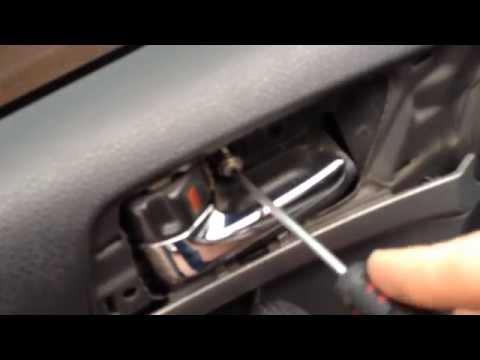 Тойота авенсис - Как разобрать дверь - How to disassemble the door Toyota Avensis