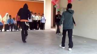 getlinkyoutube.com-HARI GURU SMK JELI (2) 2013 - SHUFFLE AND B-BOY PERFORMANCE