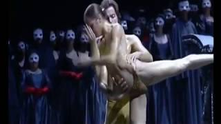 Telanjang Bulat Sambil Menari Balet