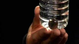 getlinkyoutube.com-Moneta nella bottiglia + spiegazione coin in bottle revealed by comeillusione