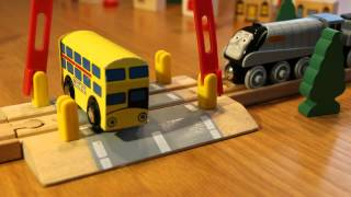 getlinkyoutube.com-Thomas Wooden Railway level crossing crash