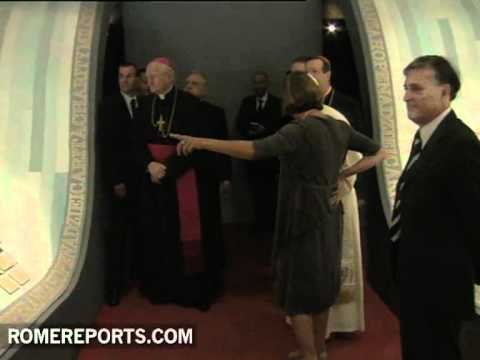 Benedict XVI visits exhibition on John Paul II at the Vatican